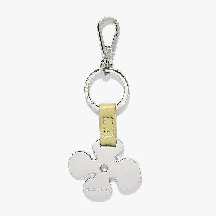 Key ring with a metal flower